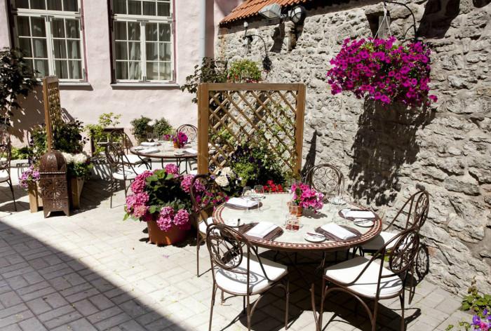Schlössle Hotel in Tallinn I Restaurant M.C.Grill Summer Terrace